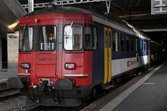 SBB Triebwagen RBe 540 018 - 9 ( Ehemals RBe 4/4 1420 => Hersteller SIG - BBC - MFO => Inbetriebnahme 1964 ) am Bahnhof Bern im Kanton Bern in der Schweiz (chrchr_75) Tags: chriguhurnibluemailch christoph hurni schweiz suisse switzerland svizzera suissa swiss kantonbern chrchr chrchr75 chrigu chriguhurni 1402 februar 2014 hurni140215 albumbahnenderschweiz bahn eisenbahn train treno zug bahnen schweizer februar2014 albumbahnsbbrbe44bzw540 schweizerische bundesbahnen sbb cff ffs triebwagen rbe 44 540 juna zoug trainen tog tren поезд lokomotive паровоз locomotora lok lokomotiv locomotief locomotiva locomotive railway rautatie chemin de fer ferrovia 鉄道 spoorweg железнодорожный centralstation ferroviaria