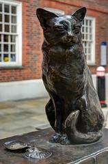 Jon Bickley / 'Hodge' (Images George Rex) Tags: uk england sculpture london statue bronze cat nikon unitedkingdom britain publicart oyster cityoflondon hodge ec4 publicsculpture drjohnson goughsquare samueljohnson oystershells averyfinecatindeed jonbickley imagesgeorgerex photobygeorgerex hodgecat