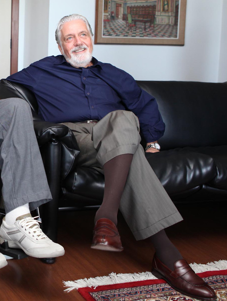 Mens pantyhose feet relaxing 2