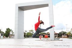 "Srie ""Bailarinas Outdoor"" (Marcelo Seixas) Tags: show brazil portrait people ballet woman art love girl beautiful muscles photography gold star photo dance ballerina bravo perfect arte dancing artistic action danza mulher young surreal best class professional boa angels linda tanz celular vista balance performace lovely tones dana poise jovem performances ballo roraima palco tons amazonia perfeito boavista cady passo balet profissional ballerinas balett apresentao bal sapatilha sansung espetculo musculos perfeio balerina ballerino bailarino danze baletki bailariana marceloseixas baletka baletky instagram kalizasharlaflores"