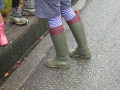 dark green & red brown rain boots (長靴を愛でる者) Tags: wellies rainboots stiefel 深緑 茜色
