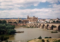 The Roman Bridge with the CathedralMosque of Crdoba in the background. (sftrajan) Tags: espaa river puente spain cordoba pont 1991 andalusia crdoba espagne spanien spagna spanje puenteromano  romanbridge ispanya guadalquivirriver  puenteromanodecrdoba romanbridgeofcrdoba
