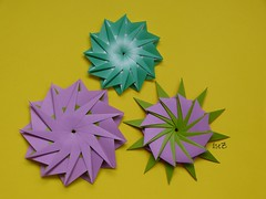 """Another 12-Point Star"" by Hans-Werner GUTH and Variation (esli24) Tags: star origami origamistar hanswernerguth papierfalten origamistern esli24 ilsez origamiestrella another12pointstarbyhanswernerguth"