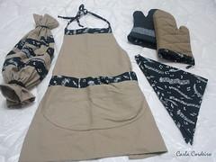 acessrios para o papai (Carla Cordeiro) Tags: pb kit patchwork avental cozinha brim maristela  feirarte puxasaco luvadecozinha feitocom