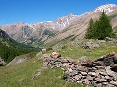 Un commencement ** (Titole) Tags: mountain alps montagne alpes stones pierres ubaye friendlychallenges thechallengefactory valledelubaye mlze titole nicolefaton