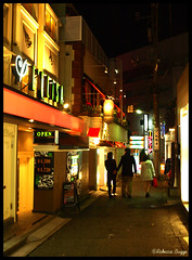 Follow the arrow (DameBoudicca) Tags: japan night hotel tokyo noche nacht shibuya  nippon  nuit japon notte giappone nihon lovehotel natt tokio albergo hotell htel japn     rabuhoteru lovehotelhill dgenzaka hoteldelamor mygearandme mygearandmepremium krlekshotell
