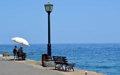 Pescando (AngelaRosaria) Tags: mare creta grecia viaggio chania pescatori