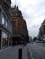 Harrods, London (Paul F 36) Tags: road london unitedkingdom harrods knightsbridge shops oldbromptonroad