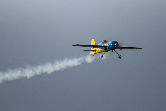 Hangar 9 Inverza 33 in action and with smoke!