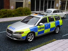 1/43 Code 3 Motorart Volvo V70 Met Police Traffic Car Model (alan215067code3models) Tags: street 3 scale car modern one volvo code corgi model traffic conversion image police scene off size roads met patrol diorama d5 t6 unit 143 diecast v70 rpu policing code3 motorart alan215067 alan215067code3models