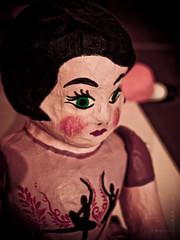 Bailarina Reflexionando (Totomoxtle) Tags: ballet photo foto arte handmade mexican mano curious far juguete muñecas artesania tiempos hecho tradicional viejos artesanos antigüedad antigüa cartoneria