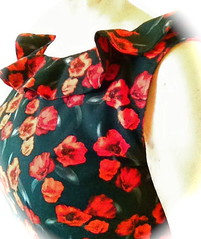 Red Roses on Black 60's top (barbaracarlon) Tags: diy sewing rosefabric mmm13 blousewithrufflecollar