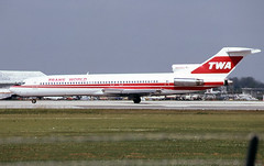 N54352 (Paul Thallon) Tags: miami mia boeing twa 727 miamiairport 21894 kmia miamiinternational n54352
