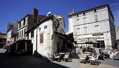 La Rochelle, cours du Temple, terrasses (Ytierny) Tags: france horizontal restaurant commerce place terrasse ruelle larochelle maison faade brasserie pav littoral et charentais charentemaritime coursdutemple ytierny