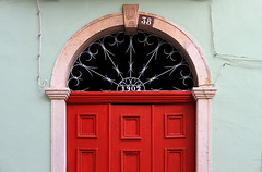 1902 (John LaMotte) Tags: portugal puerta porta door fachada dintel portimão algarve ilustrarportugal