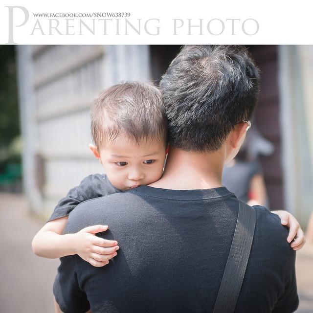 小赫只喜歡媽媽抱抱 被爸爸抱就奧嘟嘟.....