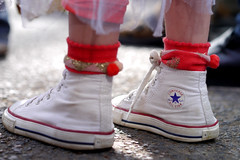 Converse girl (xbproject) Tags: street city urban woman france girl lumix foot star shoes leg streetlife olympus panasonic american converse carnaval pied tours rue amateur etoile personnes 45mm gens peolpe chaussure americaine deguisement gx1 lifejambe