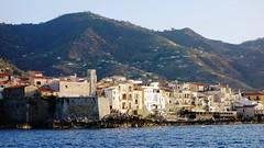 Sicilia ...scorcio di Cefalù visto dal mare al tramonto (Pascal Guercio) Tags: cefalù