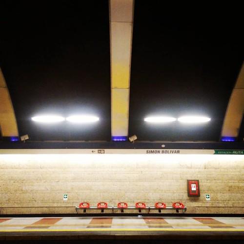 Estación Simón Bolívar #metro #subway #metrodesantiago #metrostation #santiago #chile