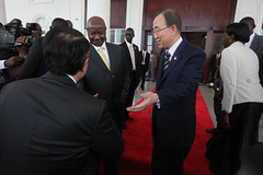 Uganda. President of Uganda, Yoweri Museven welcomes World Bank Group President Jim Yong Kim and United Nations Secretary-General, Ban Ki-moo (World Bank Photo Collection) Tags: world africa kim united great lakes bank jim un uganda ban nations yong kimoon