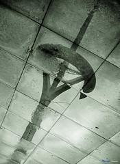 Reflexiones de una antena. (Atarug) Tags: barcelona catalunya bella fantstico fantstica impresionante sorprendente torrecalatrava interesantsimo conmovedora barcelonaciudad interesantsima palabrasweb