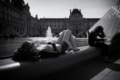 Louvre (Alessandro Galloni) Tags: paris louvre candid sunbathing d3 zeiss28f2