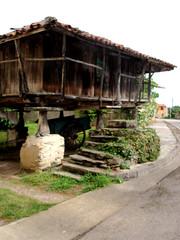 El encanto de lo viejo. (margabel2010) Tags: espaa spain madera asturias ras escaleras piedra carretas hrreos
