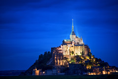 Mont Saint-Michel (Philipp Klinger Photography) Tags: ocean longexposure blue light sunset shadow sea mountain france tower english church abbey field grass saint architecture night landscape lights evening la nikon frankreich brittany long exposure ray shadows cathedral tripod hill illumination bretagne illuminated atlantic hour normandie rays bluehour michel