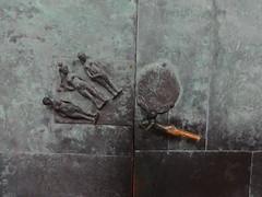 1963 Magdeburg Wahl des Paris Klinke von Heinrich Apel Bronze Paradiesportal Magdeburger Dom St. Mauritius und St. Katharina Domplatz in 39104 Mitte (Bergfels) Tags: bronze dom eingang magdeburg ddr portal mitte tr 1963 domplatz klassik 1960er klinke beschriftet stmauritius magdeburgerdom 39104 stkatharina heinrichapel bergfels 20jh urteildesparis architekturfhrer skulpturenfhrer paradiesportal wahldesparis stmauritiusstkatharina