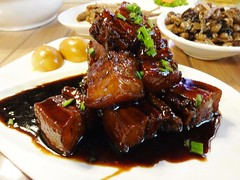 Mountain of Red Braised Pork @QingQingQing Restaurant, Laowaijie, Shanghai (Phreddie) Tags: street food dinner cuisine restaurant yum shanghai chinese delicious eat biz sichuan 140418 laowaijie qingqingqing
