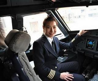 【组图】中国女飞行员英姿飒爽 魅力不输空姐