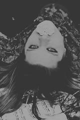 Stummer Gesang (One-Basic-Of-Art) Tags: 1basicofart onebasicofart annewoyand woyand möchi model tfp tfpshooting canoneos350d canoneos canon madl frau weibchen weiblich girl girls woman female feminine augen eyes yeux mystery magic märchen krone fairytale fairy