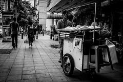 Bangkok 2016 (Johnragai-Moment Catcher) Tags: people photography bangkokstreet bangkok streetvendor johnragai johnragaiphotos johnragaistreet johnragaibw momentcatcher monocrome blackwhite blackandwhite olympus omdem1 omdsp omd