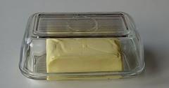 """Die Butterdose. Die Butterdosen. Diese Butterdose ist aus Glas. In der Butterdose befindet sich ein Stück Butter. • <a style=""""font-size:0.8em;"""" href=""""http://www.flickr.com/photos/42554185@N00/33840338376/"""" target=""""_blank"""">View on Flickr</a>"""