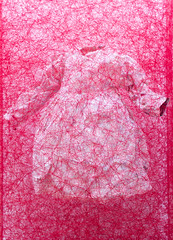 Mixed Media Sculpture by Chiharu Shiota: Zustand des Seins (Kinderkleid) / State of Being (Childrens Dress), 2013 / ARNDT / Art Basel Hong Kong 2013 / SML.20130523.EOSM.03954 (See-ming Lee  SML) Tags: china red urban sculpture hk art colors cn photography hongkong crazy dress mixedmedia events fineart photojournalism installation creativecommons hkg journalism reviews opinions wanchai recommended artbasel arndt eosm 2013 ccby seeminglee      smlprojects crazyisgood smlfineart smluniverse  chiharushiota smlphotography   shiotachiharu smlevents  canoneosm abhk canonefm22mmf2stm SML:Projects=crazyisgood smlrec smlopinions  fl2fbp  SML:Projects=photojournalism  SML:Projects=smlfineart artbaselhongkong2013