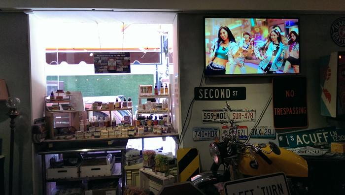 台北東區古董家具咖啡廳Space time cafe (20).jpg