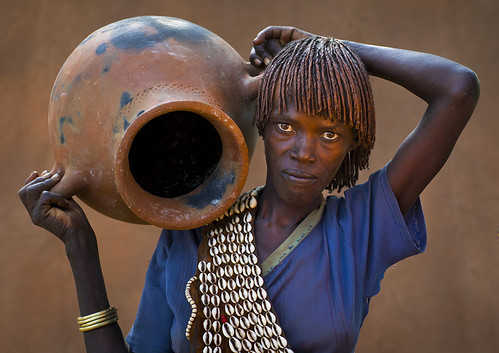 Hamer Tribe Woman Holding A Huge Pot, Key Afer, Omo Valley, Ethiopia