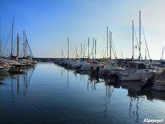 Barcos en el Puerto de Caleta de Vlez (ASpepeguti) Tags: espaa andaluca spain olympus andalucia costadelsol andalusia malaga mlaga alandalus axarqua vlezmlaga zd1454mm caletadevlez e620 aspepeguti photomatixpro42