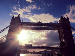 London Bridge (Mayan_princess) Tags: inglaterra bridge blue red england sky panorama bus london azul clouds londonbridge puente boat rojo day barco tour paisaje landmark dia cielo nubes londres brcke vacations vacaciones doubledeck