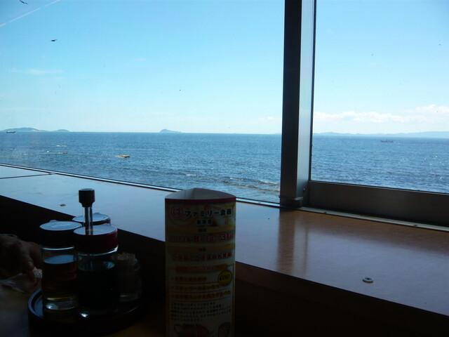 30分ほど待ちようやく席へ案内されました。|まるは食堂旅館南知多豊浜本店