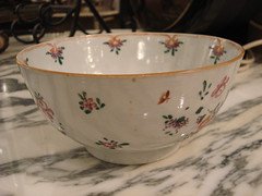 "CHINSE EXPORT BOWL WITH FLORAL DECORATION, NICE. • <a style=""font-size:0.8em;"" href=""http://www.flickr.com/photos/51721355@N02/14284008136/"" target=""_blank"">View on Flickr</a>"