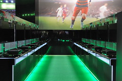 XBOX: Fifa 16 (wuestenigel) Tags: light way licht cologne kln games screen e3 weg bildschirm zocken konsole ps4 klnmesse computerspiele spielemesse gamescom xboxone