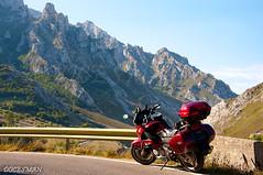 PICOS DE EUROPA (DOCESMAN) Tags: moto bike motor motorcycle motorrad motorcykel moottoripyörä motorkerékpár motocykel mototsikl honda nt700v ntv700 deauville docesman danidoces asturias españa spain picosdeeuropa