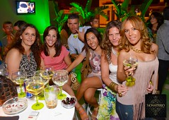 Monasterio Terraza Sevilla (Jess Hueso | Photography) Tags: party people color girl noche sevilla nikon fiesta gente flash seville local nightlife terraza guapos guapas d7000 jesushueso