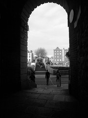 The Halpenny bridge, Dublin (Robinson_Luzo) Tags: street bridge ireland people blackandwhite bw dublin arch quay halpennybridge halpenny