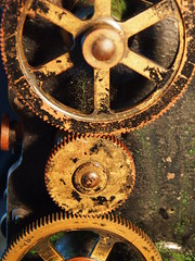 Detail from a 35mm film projector (The Dagestad Collection) Tags: vorführgerät film moviemuseum earlycinema projector projecteur technical antique musée laiton brass museocinema vintage collection sciencemuseum beau collectibles vieux beautiful beauty innovation framheim british english german french 35mm 28mm 95mm 11mm 175mm bioscope cinema handkurbel handcranked silentmovie movieprojector stummfilm projecteurdecinema cinemaparadiso manivelle projecteurdefilm cinemamuseum philosophicalinstruments magiclantern lanternemagique laternamagica steampunk burningman preuss tekniskmuseum museum vintagecinema precinema filmmuseum hometheatre kino lantern lanterne laterna lecinemachezsoi mls movie opticaltoy collectorsobject restoration sammlung science optics restaurering technicalantiquities technichesmuseum toy magiclanternsociety