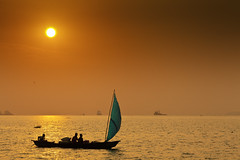 Douala_ (bjarne.stokke) Tags: sunset boat douala cameroon solnedgang cameroun kamerun fiskebt ef135mmf2lusm wouri nicefeelings