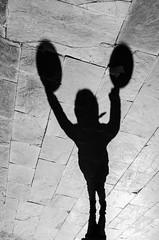 dos globos / two balloons (juancarts) Tags: street bw white black blanco children calle shadows child negro balloon nios bn perspectiva abstraction nio callejeando sombras globo realidad abstraccin clave contrastada nikond5100
