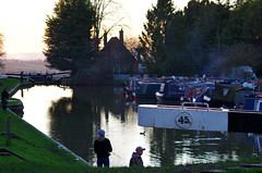 888-36L (Lozarithm) Tags: people landscape canals devizes kennetavon k50 caenhill 55300 caenlocks pentaxzoom hdpda55300mmf458edwr