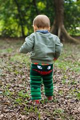 Cala de tricot que eu fiz! (Dd) Tags: baby folhas grass leaves forest steps grama bebe floresta passos parco